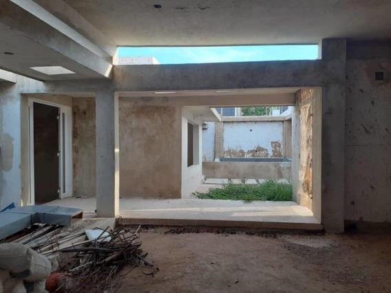 Casa En Venta , En Gris Sector Santa Maria