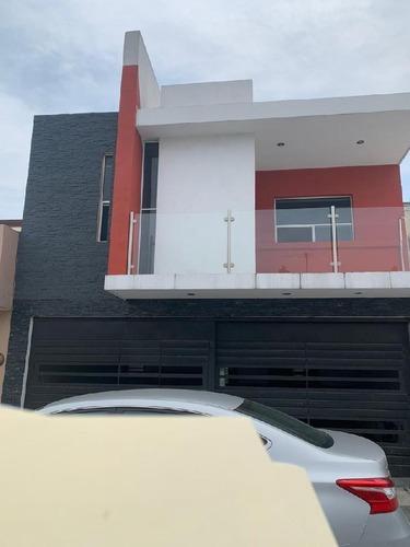 Casa Sola En Venta En Cerradas De Santa Rosa, Apodaca, Nuevo León
