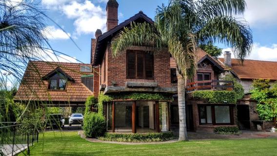 Casa Clásica En Barrio Las Lomas Village, El Barrio Mejor Ubicado De San Isidro.