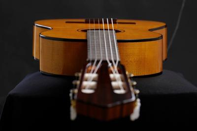 Construcción De Guitarras Artesanales Adrián Romero