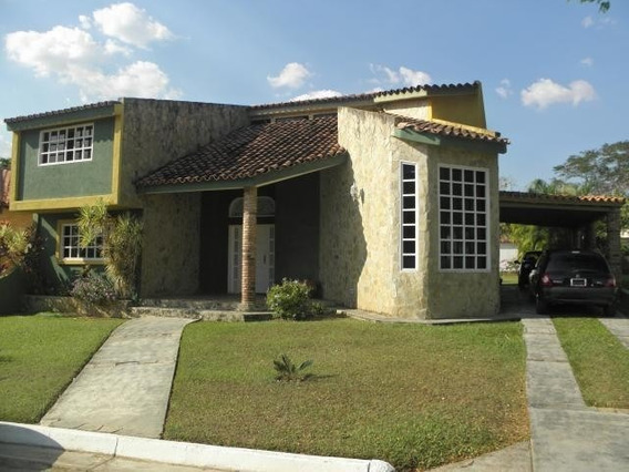 Casa En Venta En Guataparo Valencia 20-9857 Gav