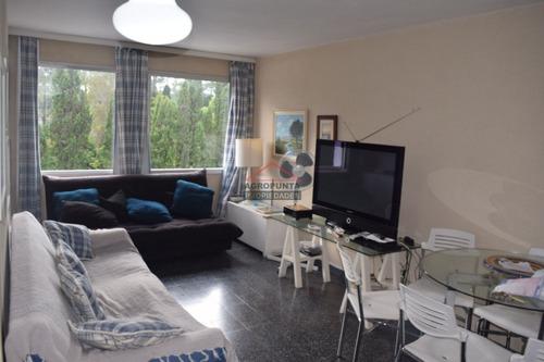 Apartamento En Mansa, 1 Dormitorios *- Ref: 2877