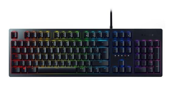 Teclado gamer Razer Huntsman QWERTY inglês US de cor preto com luz RGB