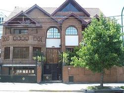 Casa En Alquiler, 4 Dormitorios, Jardín Con Pileta Y Parrilla - Vicente López
