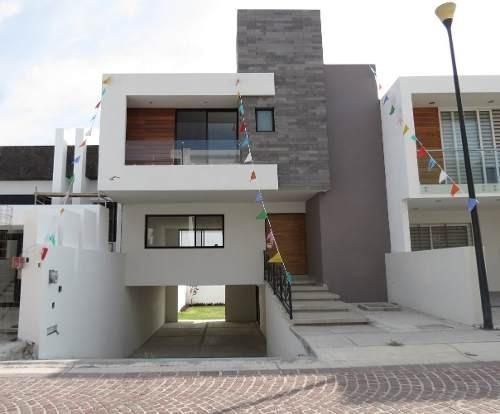 Casa En Venta, Excelente Ubicación, Fracc. Cumbres Del Lago