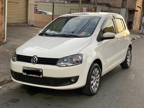 Imagem 1 de 9 de Volkswagen Fox 1.6 Mi 8v 2014