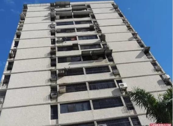 Apartamento San Jacinto/ Mariana Alchoufi 04243448602