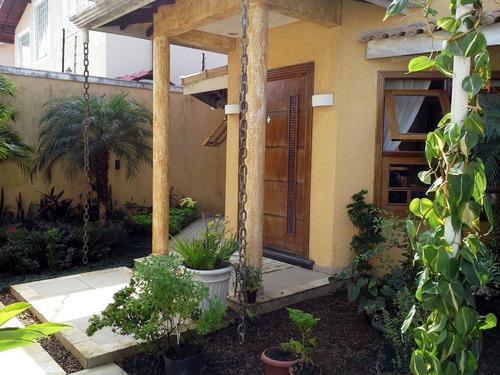 Imagem 1 de 14 de V253 Casa C/ 2 Dorms E 1 Suite.