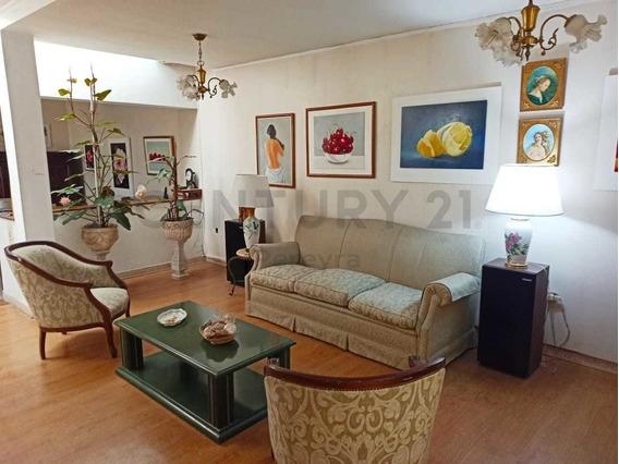 Montevideo Entre 19 Y 20. Casa De Dos Dormitorios En Venta, Berisso