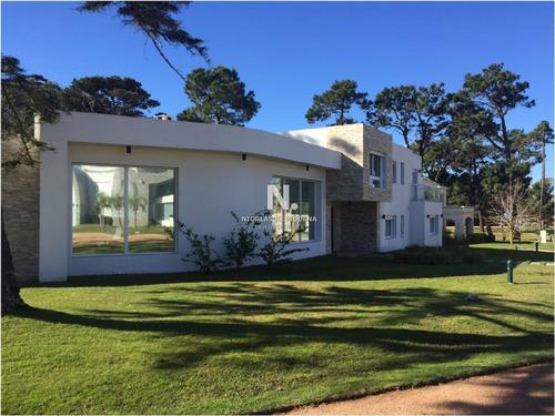 Casa En Punta Del Este, Boulevard Park | Nicolas De Modena Ref:2232- Ref: 2232