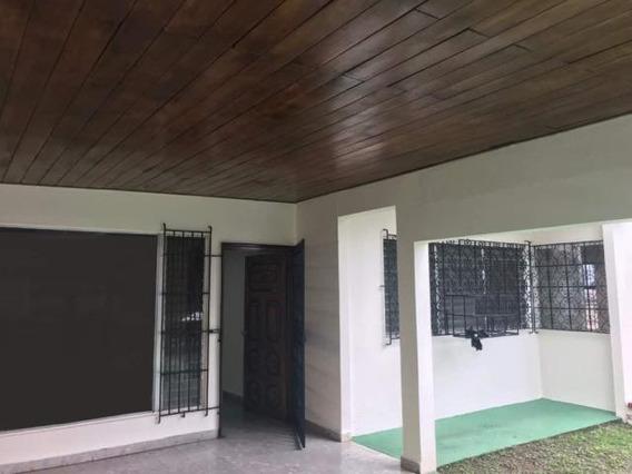 Amplia Casa En Alquiler En Pueblo Nuevo Panama