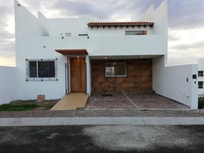 Casa Nueva En Venta En Punta Esmeralda, Con Estudio O Recamara En Planta Baja.