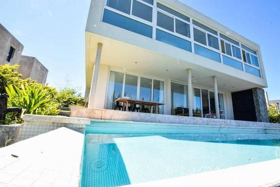 Hermosa Casa Racionalista En Lagos Del Golf, Nordelta
