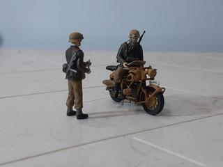 Motorista Y Policia Militar Alemanes