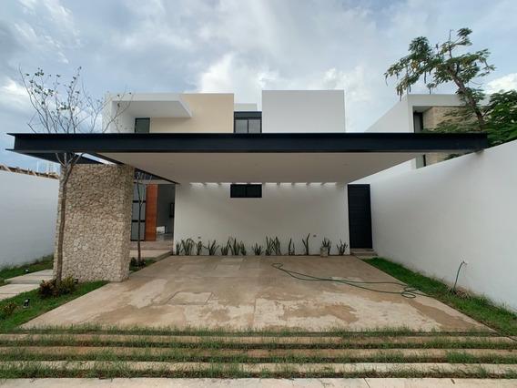 Residencia De Lujo En Venta En Privada Silvano, Mérida Norte
