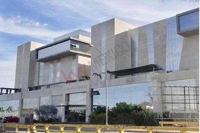 Se Vende Condominio En Marina Mazatlán.
