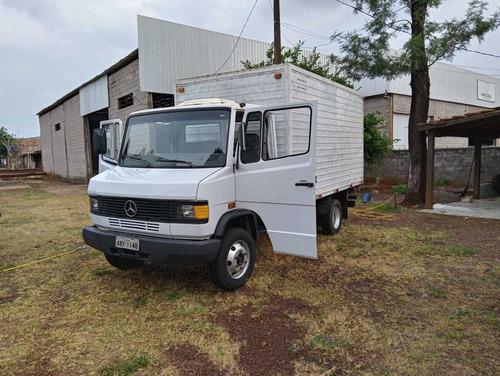 Mercedes 3/4 710 Bau 710 Bau 2001