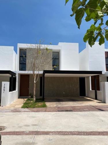 Renta Casa En Mérida- Privada Altozano Con Hermosa Vista Al Lago!!!