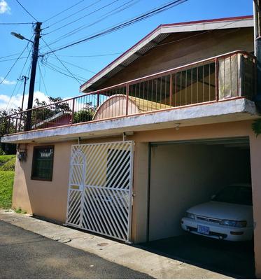 Casa En Barrio Tranquilo, Seguro Y Hermosa Vista A La Ciudad