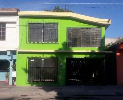 Casa Habitación En 2 Plantas, 2 Recamaras Amplias, Patio Con Área De Asador, Cochera Techada Para 1