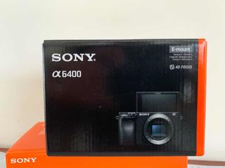 Cámara Sony A6400 Con Tres Baterias Y Plate Para Trípodes.