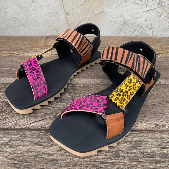 Sandália Farm Rasteira Quadrada Velcro Tigre Estampada