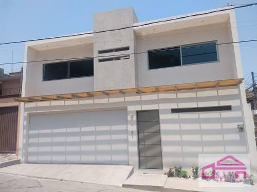 Casa Minimalista Nueva En Venta En San Jeronimo, Cuernavaca.