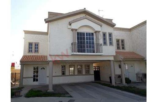 Casa A La Renta En Fraccionamiento Cerrada Genova Zona Blvd. Cuatro Siglos