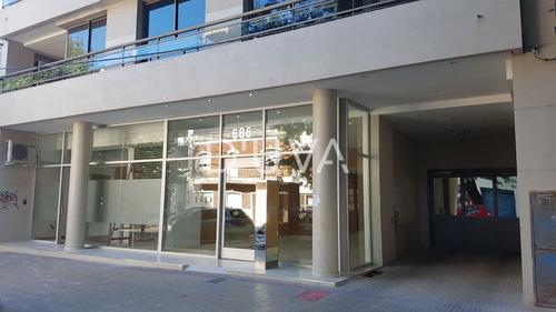 Departamento De Un Dormitorio Al Frente. Calle 64 E/ 8 Y 9