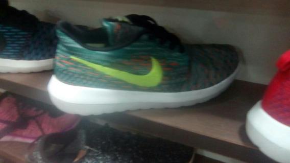 Nike Rosherun Al Mayor Y Detal