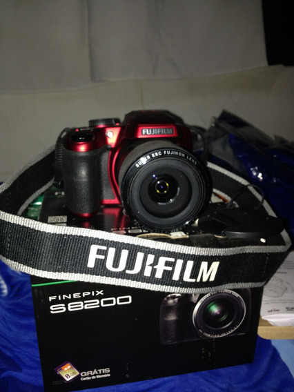 Camera Fujifilm Finepix S8200