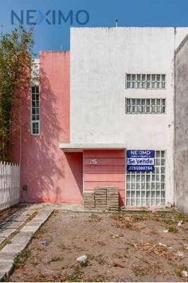 Casa En Venta Con Excelente Ubicación En El Fracc. Colinas De Santa Fe, Veracruz