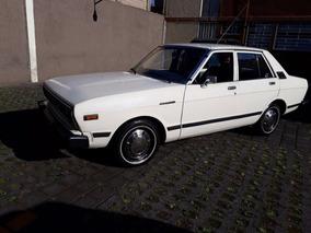 Datsun 1983 Automático Con Placas De Auto Antiguo