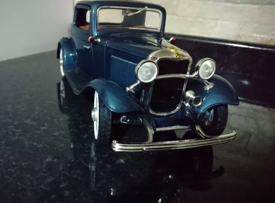 Miniatura Ford Window Coupe 1932 1/18