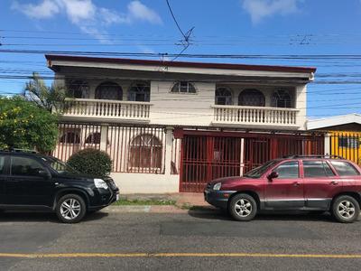 Se Vende Hermosa Y Amplia Casa En Moravia Los Robles