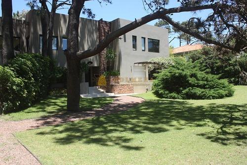 Casa En Rincón Del Indio 5 Dormitorios Con Piscina- Ref: 2464