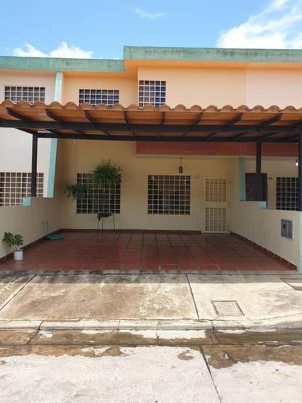 Town House En Venta En Sabana Larga Res Los Tamarindos