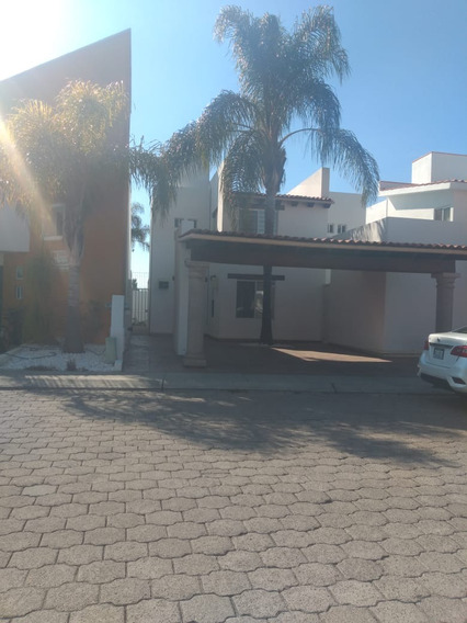 Rento Hermosa Casa Fracc. Exclusivo En El Pueblito