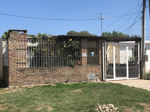 Imagen 1 de 10 de Buena Casa En Punta De Rieles - A Mts De Ruta 8 - Calle Cerdeña