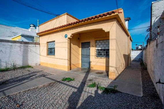 Se Vende O Alquila, Casa En El Centro De La Paz.