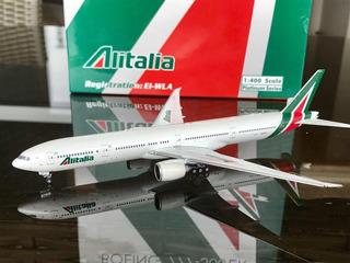 Miniatura Boeing 777-300er Alitalia 1/400