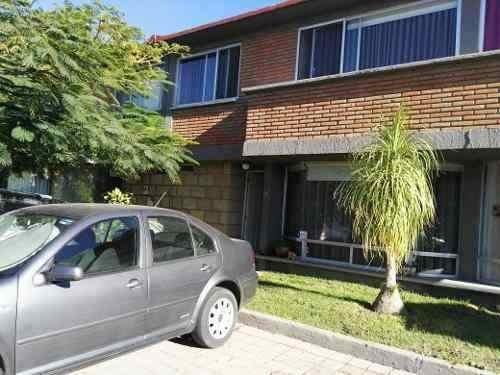 Amplia Casa En Privada Los Vitrales, 4 Recs, 5 Baños, Jardín