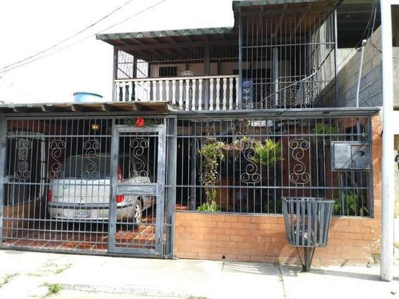 Casa En Venta La Puerta Cabudare 20-3213 Ds