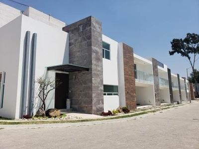 Hermosa Casa En Esquina, En Exclusivo Fracc. San En Diego