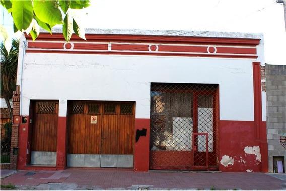 Casa 3 Flias Con Coch Y Local.