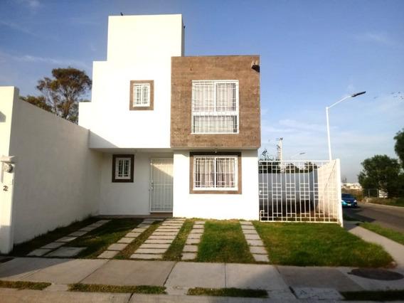 Casa Ubicada A Unas Cuadras De Av. Zaragoza Y 5 De Febrero