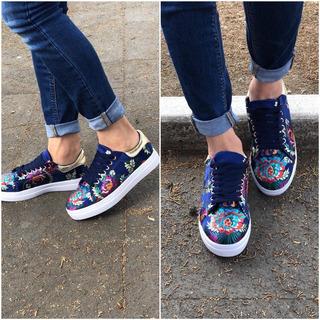 Sneakers Azul Grabado