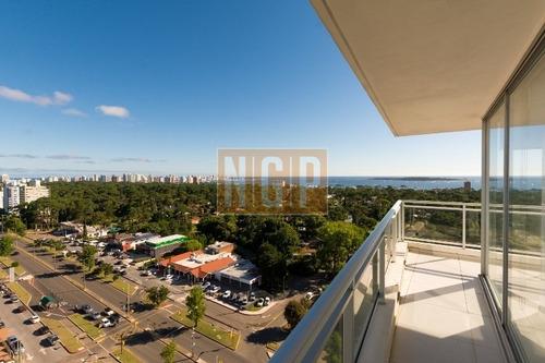 Departamento En Punta Del Este, Torre   Cuenta Con Todos Los Servicios. Oportunidad Unica!!!!!!-ref:11941