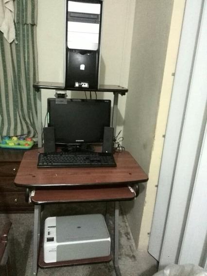 Computadora Con Mesa