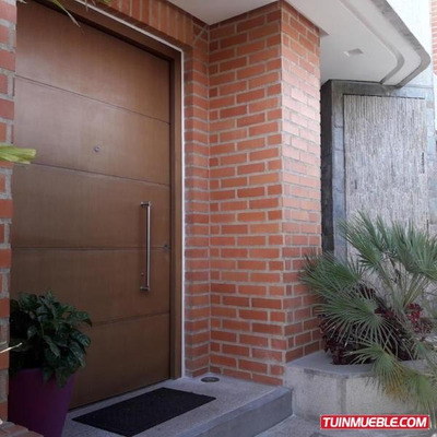Casas En Venta. Urb Alto Hatillo. 18-10343